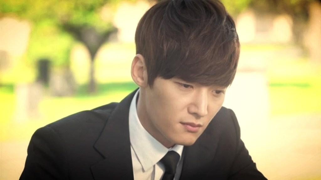 Jo-hyun-suit-sad
